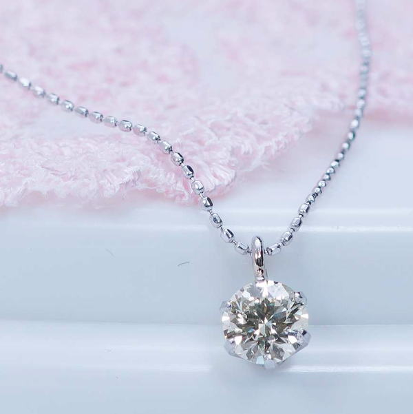 0.3カラットながらSIクラスにGOODカットの良質ダイヤモンド厳選!ギフトおすすめ商品プラチナダイヤペンダントネックレス(0.3カラット:SIクラス:グッドカット:ヴェリーライトブラウン)鑑定カード付き