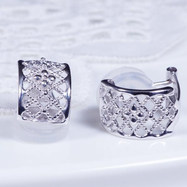 【見た目もすっきり!ミル打ちデザインが印象的なイヤリング、新登場】14金ホワイトゴールドイヤリング(181172)