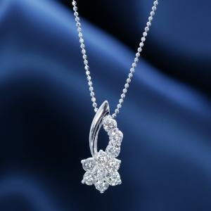 ●彗星(コメット)のように流れる素敵なデザイン!ダイヤペンダントの中で一番の人気のデザインです。このベストヒット商品を特別価格でご提供!【特別奉仕品】プラチナダイヤペンダントネックレス【コメット】
