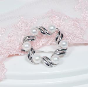 【フォーマルに、またドレスアップの必須アイテム「真珠ブローチ」!モダンなデザインで新登場!】シルバーあこや真珠デザインブローチ【IKAB-159】