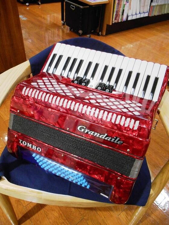 Tombo GT-60B RED<トンボ アコーディオン>【RECOMMEND:三条本店鍵盤・楽譜フロア】【店頭受取対応商品】