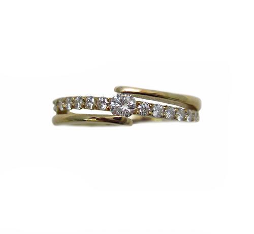イエローゴールド ダイヤモンド スタイリッシュな一文字 リング