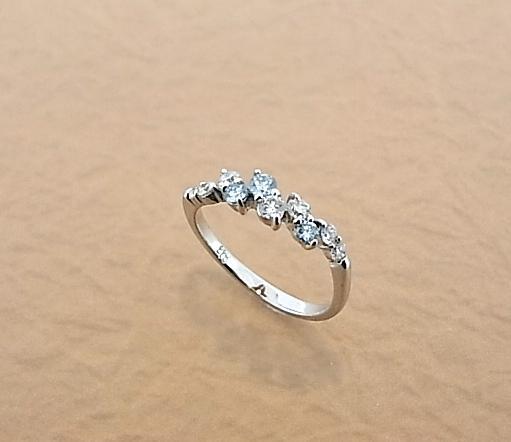 【送料無料】K18WG アイスブルー   ダイヤモンド リング