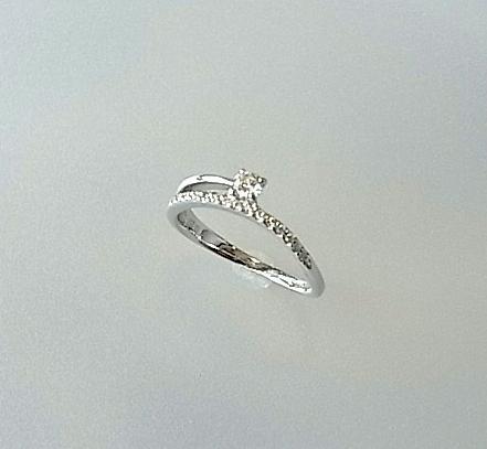 華奢な細いリングで指が細く見え女性らしさを強調します★K18WG ダイヤモンドリング【smtb-TK】【tokai_gw_shippingfree0501】