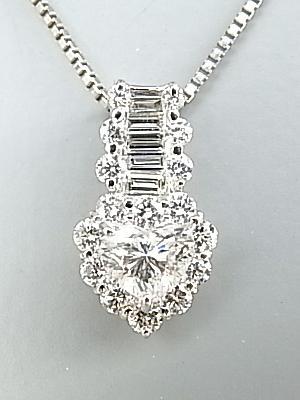 ダイヤモンド【送料無料】テーパーカットのダイヤモンドとハートモチーフのダイヤモンドで豪華で上品なネックレス☆Pt ダイヤモンドネックレス【smtb-tk】