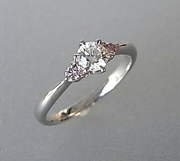 大人気定番商品 【送料無料】高品質★サイドのピンクダイヤがさりげなく光るPtダイヤモンドリング, ジーシス:0b36d4c4 --- adaclinik.com
