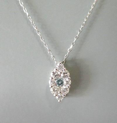 K18WG アイスブルーダイヤモンド0.200ct ネックレス
