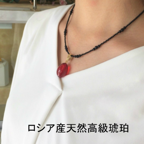 安い 大きな赤い琥珀ネックレス 素敵なレッドアンバーペンダント 還暦祝い 天然琥珀 希少 琥珀ネックレス レッドアンバー ペンダント 還暦 オニキス 赤 アンティーク調 大きな琥珀
