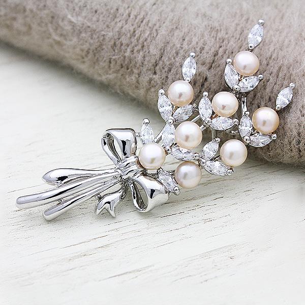 淡水真珠8P(4~5mm)キュービックジルコニア花束ブローチ【メール便可】