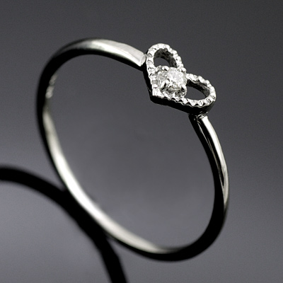 K10ホワイトゴールドダイヤモンドリング(ハートモチーフ) 【DEAL】
