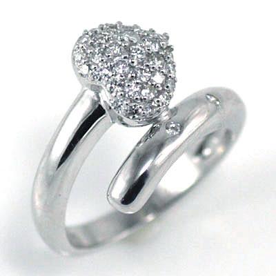 ハート K18ホワイトゴールドダイヤモンドリング(ハートモチーフ)