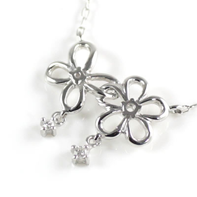 ( Brand Jewelry me. ) K10ホワイトゴールド ダイヤモンドペンダントネックレス(フラワーモチーフ)