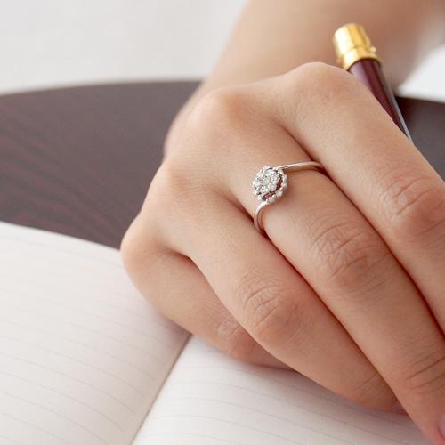 18金 ダイヤモンド0.25ct フラワーウェーブリング K18WG ホワイトゴールド 0.25カラット 指輪 ダイアモンド レディース プレゼント ギフト 記念日 誕生日