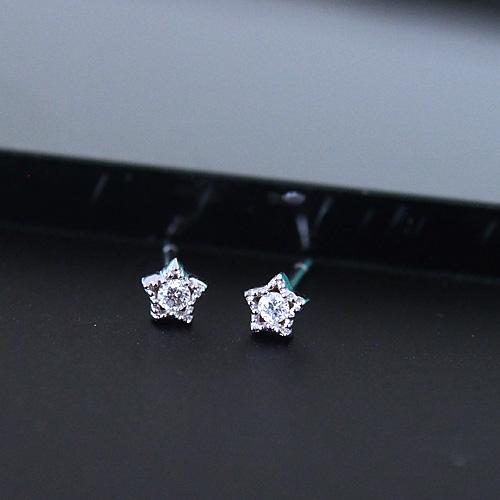 18金 ダイヤモンド0.06ct 片耳0.03ct スターモチーフ一粒ピアス K18WG ホワイトゴールド 星 ダイアモンド レディース プレゼント ギフト 記念日 誕生日
