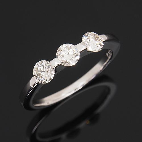 プラチナ ダイヤモンド0.7ct スリーストーンリング Pt900 指輪 ダイアモンド レディース プレゼント ギフト 記念日 誕生日