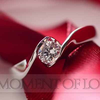 日頃に使える結婚指輪 上品なスワロフスキーが指先で美しく 指輪 リング 新色 結婚指輪 ピンキー ◆在庫限り◆ 大きいサイズ スワロフスキー レディース あす楽 アクセサリー 大人 女性 可愛い 誕生日 彼女 クリスマス プレゼント ギフト おしゃれ