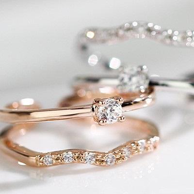 二つのリングを重ね着けのようなデザイン お得な気分で嬉しい 指輪 リング 毎日がバーゲンセール ピンキーリング 2連 スワロフスキー SWAROVSKI K18 フリーサイズ 大きいサイズ 誕生日 プレゼント 新作製品、世界最高品質人気! 女性 彼女 レディースアクセサリー 金属アレルギー 大人 ギフト おしゃれ 可愛い クリスマス