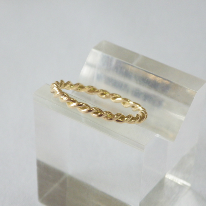 K18YG 人気 おすすめ あみこみリング 送料込 華奢なリング 18金 ゴールド 指輪 ピンキーリング