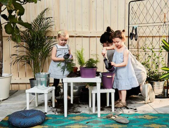 庭にテーブルを出してピクニックするときにも使えます 人気商品 限定タイムセール IKEA イケア UTTER ホワイト テーブル室内 子供用 全店販売中 屋外用
