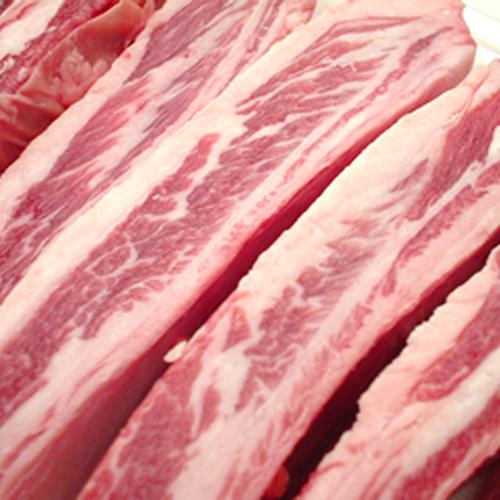 脂身が多く羊肉の風味もバツグン ラム肉の旨みがギュギュッとつまったジューシーな骨付きバラ肉です ラムスペアリブ ラム肉 羊肉 オンライン限定商品 仔羊肉 スペアリブ バラ肉 骨付き 2020モデル 生ラム ジンギスカン じんぎすかん お取り寄せ 通販 売れ筋 人気 遠野 オーストラリア ヘルシー グルメ 秘伝のタレ 岩手県 たれ