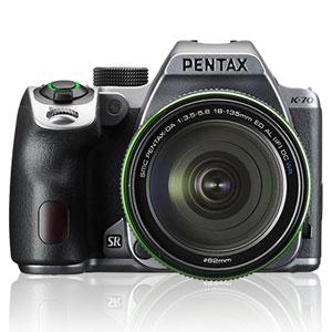 K-70-18-135シルキ-シルバ- ペンタックス デジタル一眼レフカメラ「PENTAX K-70」18-135WR レンズキット(シルキーシルバー) [K7018135シルキシルバ]【返品種別A】
