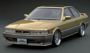 1/43 Nissan Leopard 3.0 Ultima (F31) Gold/Silver【IG2214】 ignitionモデル
