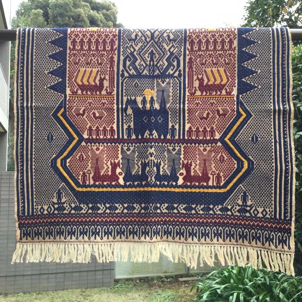 手で紡いだ糸を天然染料で染め 織り上げた本物イカットです インドネシアのスマトラ島イカット 型番8003 ランプン スマトラ島のイカット 送料込 ギフト