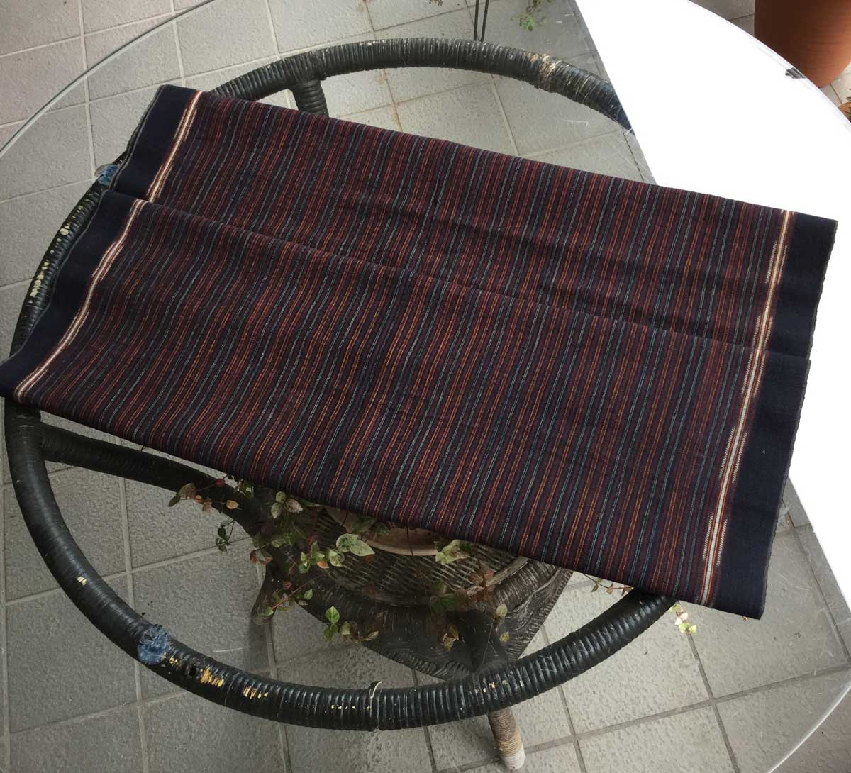 海外限定 手で紡いだ糸を天然染料で染め 織り上げた本物イカットです インドネシアのスマトラ島イカット オーバーのアイテム取扱☆ ブンクルー スマトラ島のイカット 型番8004