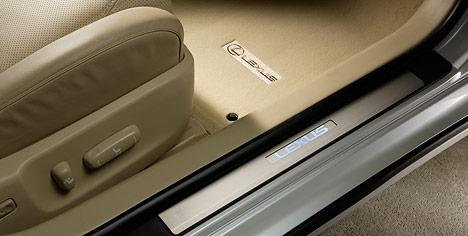 【190系後期LEXUS GS】「LEXUS」ロゴ入りイルミネーテドドアシル ドア4枚分セット 海外仕様純正アクセサリー