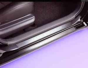 【110系イスト】「URBAN CRUISER」ロゴ入りアルミニウムスカッフプレート 前席用ドア2枚分セット 海外仕様純正アクセサリー