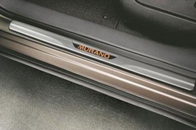 【Z51系ムラーノ】「MURANO」ロゴ入り イルミネーテドキックプレート 海外仕様純正アクセサリー