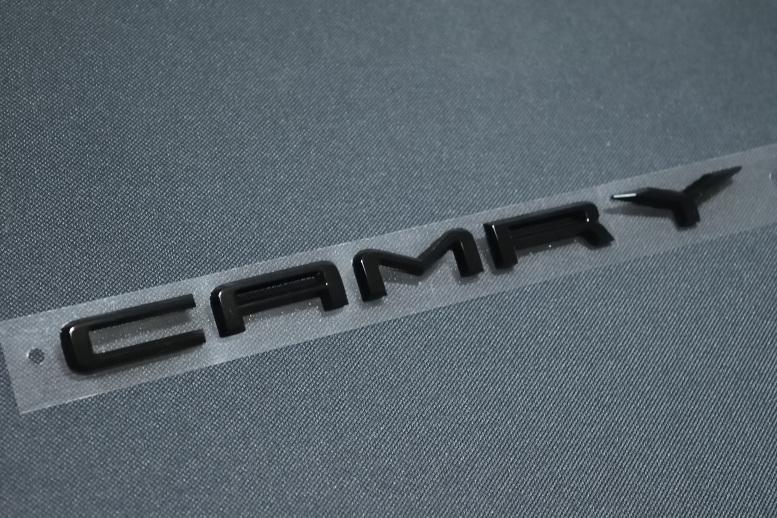 USDM 日本仕様にはない 海外仕様専用パーツ 70系トヨタ カムリ 精悍なピアノブラック 文字 公式通販 新発売 CAMRY リア 海外仕様純正部品 エンブレム
