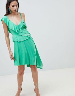 ドレス レディースファッション ワンピース 【 ASOS DESIGN ASYMMETRIC RUFFLE SOFT MIDI DRESS 】