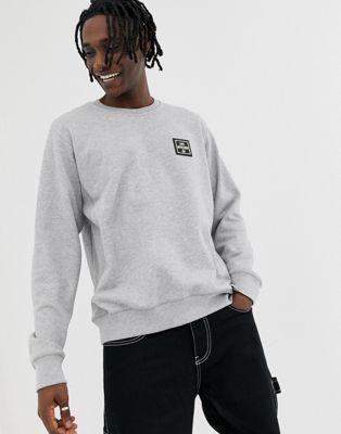【海外限定】ロゴ GRAY灰色 グレイ トレーナー メンズファッション 【 GREY LOVE MOSCHINO BADGE LOGO SWEATSHIRT IN 】