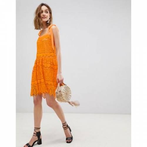 ドレス 橙 オレンジ レディースファッション ワンピース 【 ORANGE VERO MODA ALL OVER LACE CAMI MINI DRESS WITH TIE STRAPS IN 】