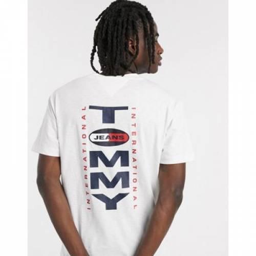 ロゴ Tシャツ 白 ホワイト メンズファッション トップス カットソー 【 WHITE TOMMY JEANS VERTICAL BACK LOGO TSHIRT RELAXED FIT IN 】