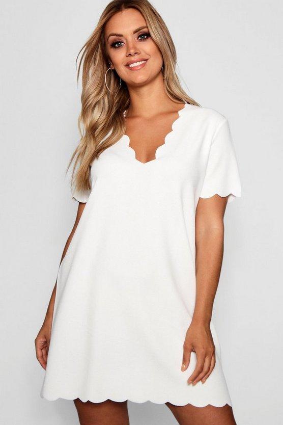 ブーフープラス BOOHOO PLUS ドレス レディースファッション ワンピース レディース 【 Plus Scallop Edge V Neck Shift Dress 】 Ivory
