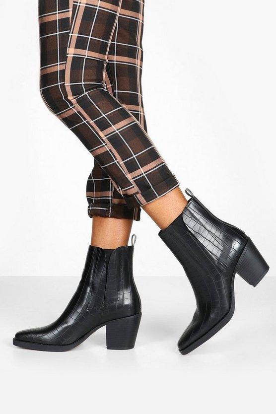 ブーフー BOOHOO レディース 【 Croc Block Heel Square Toe Western Boots 】 Black