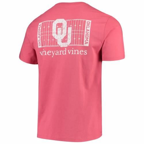 VINEYARD VINES フィールド Tシャツ メンズファッション トップス カットソー メンズ 【 Oklahoma Sooners Football Field T-shirt - Crimson 】 Crimson