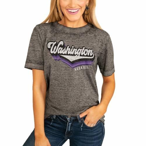 <title>スポーツブランド 流行のアイテム カジュアル ファッション ゲームデイカルチャー GAMEDAY COUTURE ワシントン ハスキーズ レディース Tシャツ チャコール WOMEN'S VIVACIOUS VARSITY BOYFRIEND TSHIRT CHARCOAL レディースファッション トップス Tシ</title>