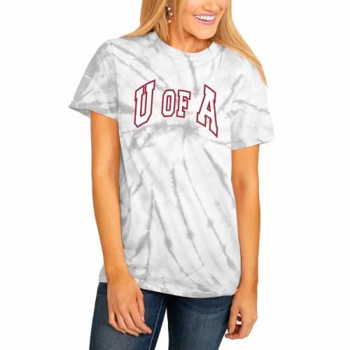 <title>スポーツブランド 早割クーポン カジュアル ファッション ゲームデイカルチャー GAMEDAY COUTURE アーカンソー レイザーバックス レディース チーム Tシャツ 白色 ホワイト WOMEN'S TEAM PLAYING FOR THE HOME SPINDYE TSHIRT WHITE レディースファ</title>
