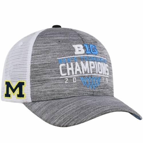 TOP OF THE WORLD ミシガン メンズ バスケットボール ヘザー 灰色 グレー グレイ バッグ キャップ 帽子 メンズキャップ 【 Michigan Wolverines 2018 Big Ten Mens Basketball Conference Tournament Champions Locker Ro
