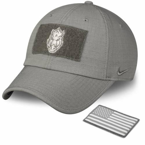 ナイキ NIKE パフォーマンス オリーブ バッグ キャップ 帽子 メンズキャップ メンズ 【 Arkansas Razorbacks Tactical Heritage 86 Performance Adjustable Hat - Olive 】 Olive
