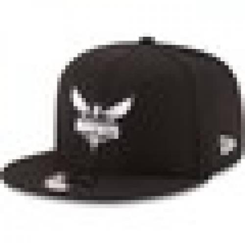 ニューエラ NEW ERA シャーロット ホーネッツ 黒 ブラック 白 ホワイト ロゴ スナップバック バッグ & 【 BLACK WHITE SNAPBACK NEW ERA CHARLOTTE HORNETS LOGO 9FIFTY ADJUSTABLE HAT 】 バッグ  キャップ 帽