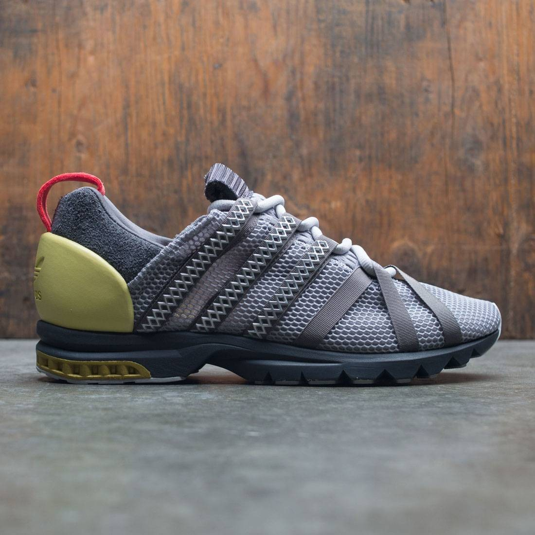 【海外限定】アディダス テック 銀色 シルバー 黒 ブラック スニーカー 靴 【 ADIDAS SILVER BLACK CONSORTIUM MEN ADISTAR COMP A D WORKSHOP GRAY LIGHT ONIX TECH METALLIC WHITE 】