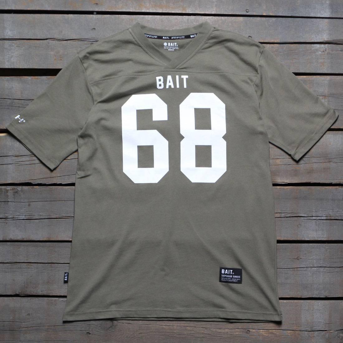 【海外限定】Tシャツ トップス カットソー 【 BAIT MEN 68 FOOTBALL TEE GREEN ARMY 】