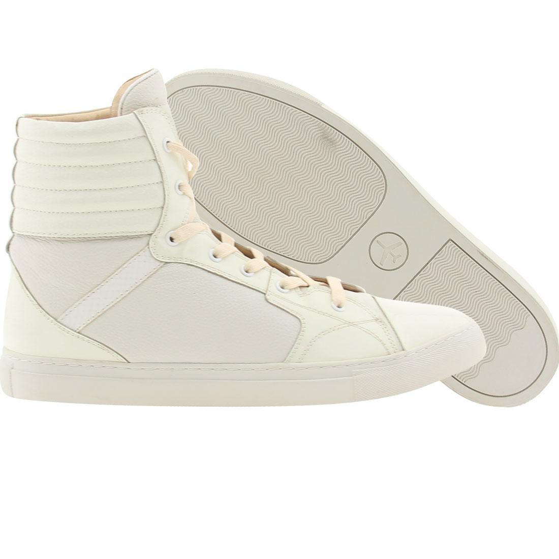 【海外限定】スニーカー 靴 【 PASSPORT PIAZZA FROST WHITE 】