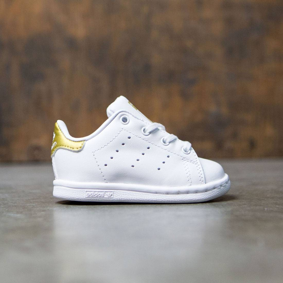【海外限定】アディダス スニーカー 靴 【 ADIDAS TODDLERS STAN SMITH I WHITE GOLD METALLIC 】