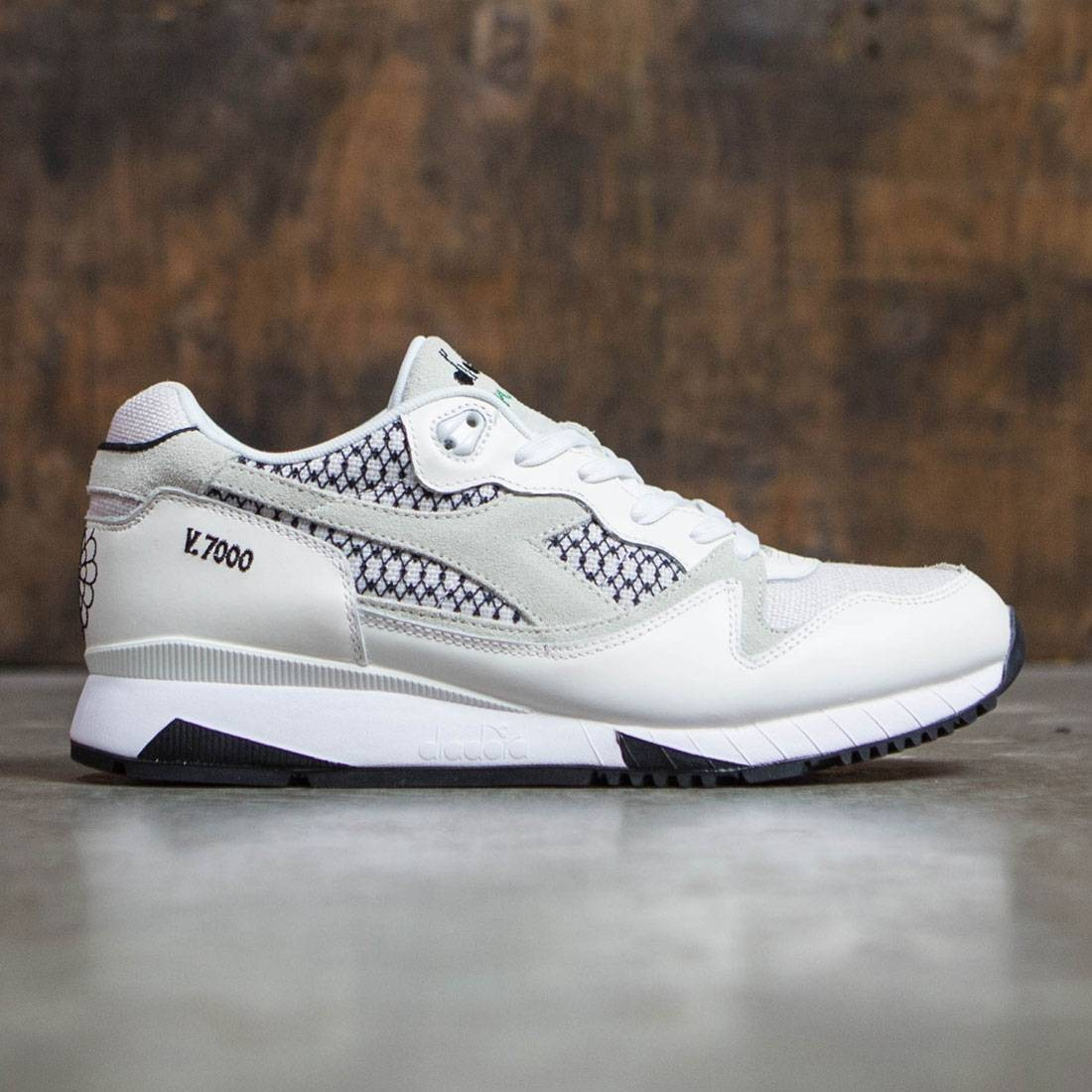 【海外限定】スニーカー メンズ靴 【 DIADORA MEN V7000 SAMURAI WHITE 】
