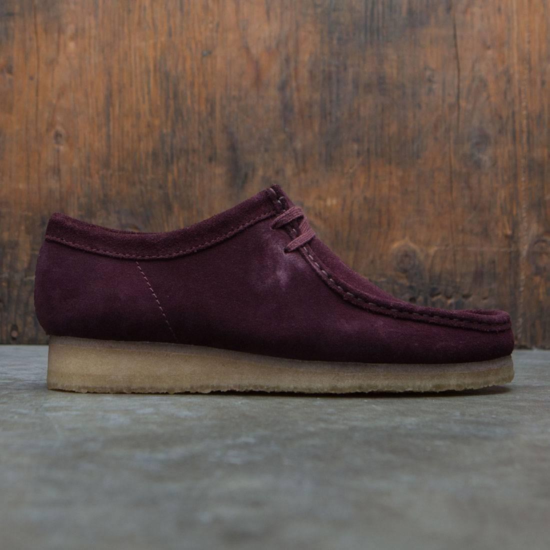 【海外限定】クラークス メンズ靴 靴 【 CLARKS MEN WALLABEE BURGUNDY SUEDE 】